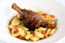 bárány hús csülök báránycsülök kecskesajt gnocchi kecskesajtos gnocchi paradicsom széles bab zöldbab