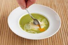 posírozott tojás grill grillezett zöld spárga zöldspárga mártás sült zöld spárgamártás kecskesajt
